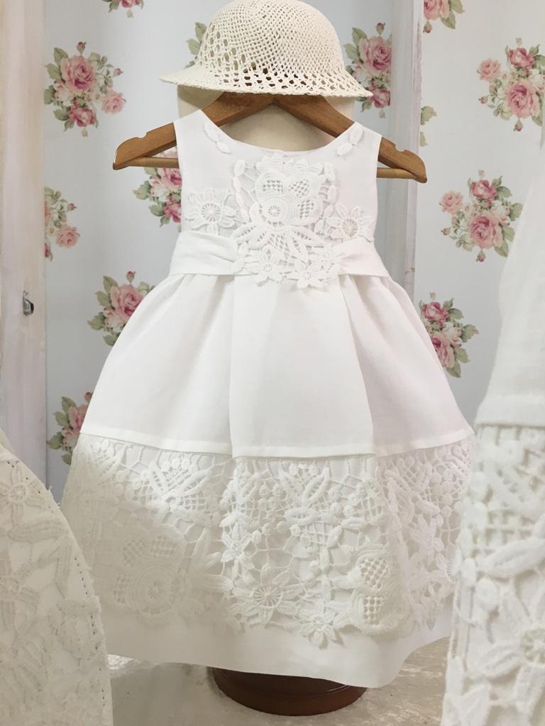 e8645ad1c023 Βαπτιστικό λινό φορεματάκι με οριζόντια δαντέλα με λουλούδια – Sweet ...